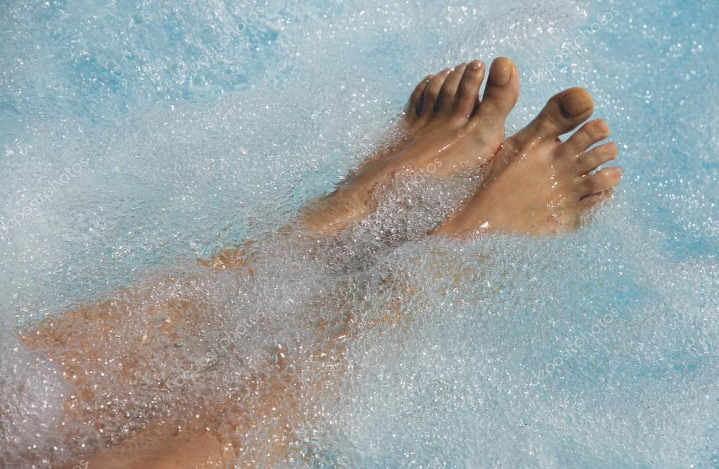 Women\'s feet in the jacuzzi to venous circulation — Stock Photo ...