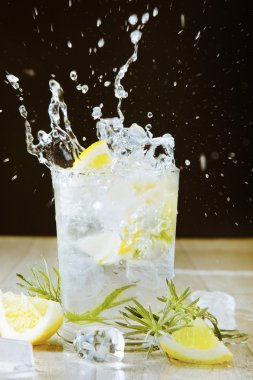 Cocktail with gin and tonic. Splashing