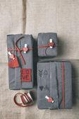 Fotografie valentinky dárky box s bederní ornamenty. Letecký pohled