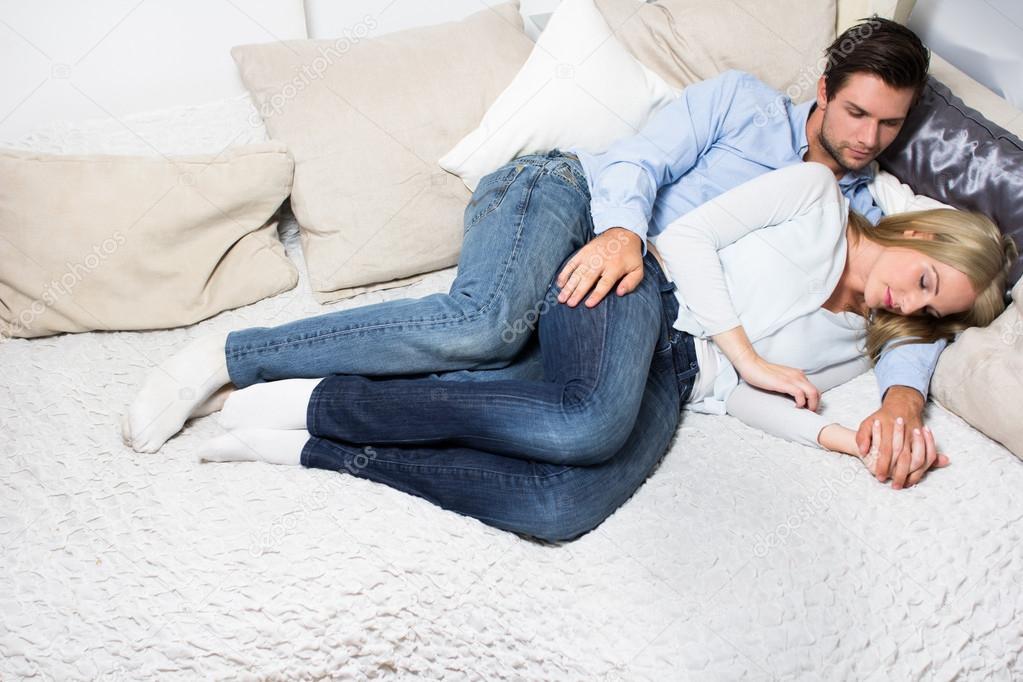 Фото диване русскую на вдвоем