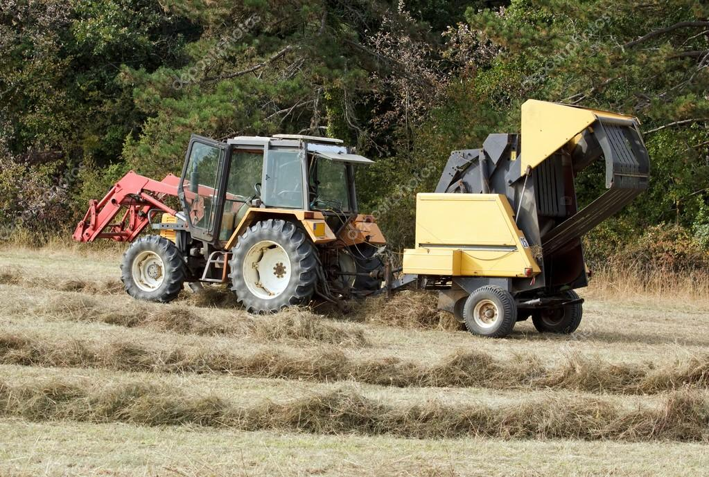 Tractor and machine with straw bales