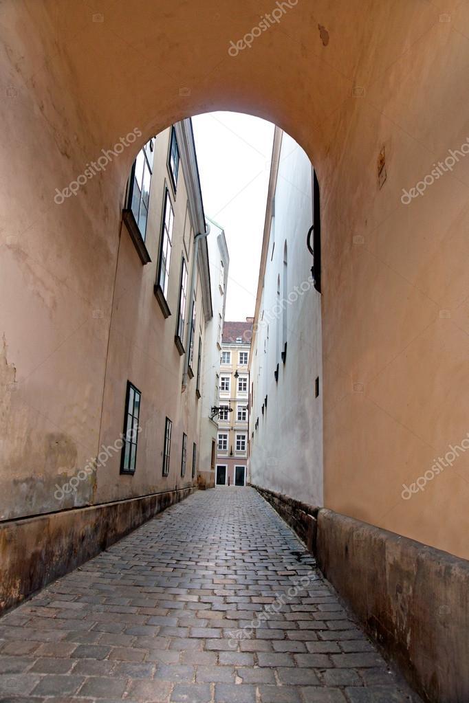 Фотообои Narrow street in Vienna