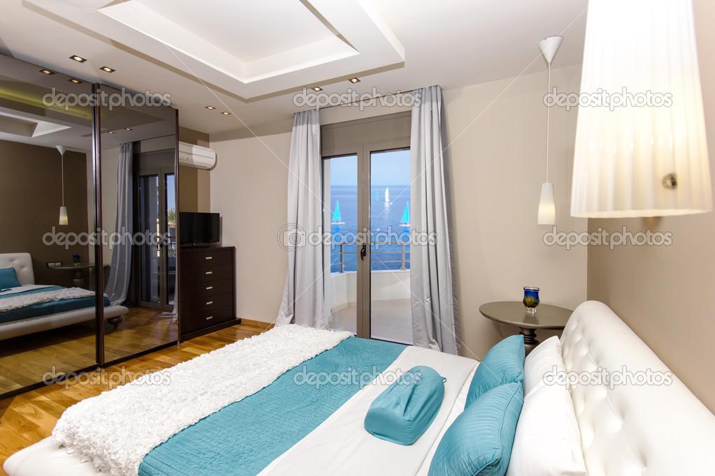 Luxus Schlafzimmer mit schönem Meerblick — Stockfoto #44535701