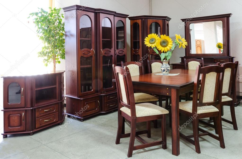 salon classique avec des meubles en bois — Photographie emicristea ...
