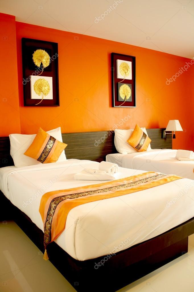 moderne oranje slaapkamer — Stockfoto © kangshutters #34097683