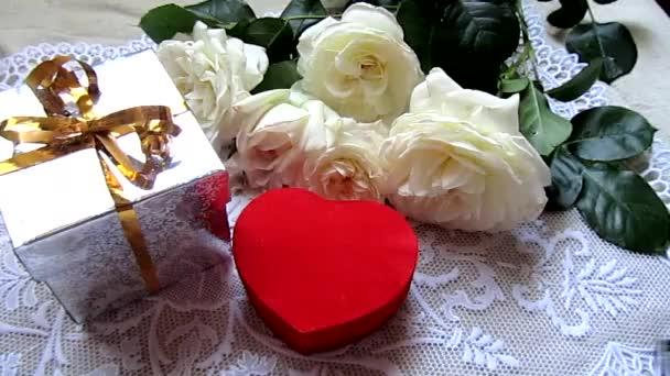 narozeniny dekorace a lístky růží