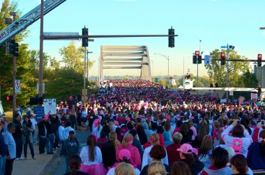 Thousands at Race For The Cure