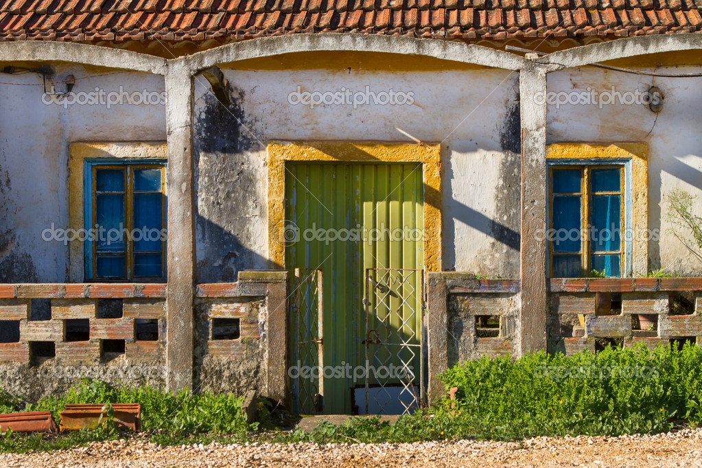 Oude huis gevel u2014 stockfoto © paulomfpires #17406943