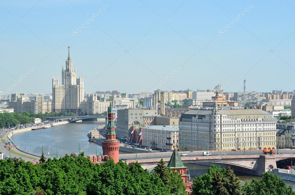 panorama de moscou une vue de la tour d 39 habitation sur kotelnicheska a quai de la moskova. Black Bedroom Furniture Sets. Home Design Ideas