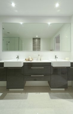 Twin bathroom with sinks
