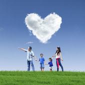 Fényképek Szép felhő szerelem és a család, a kék ég