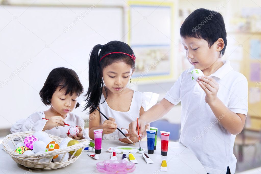 characteristics of children in middle childhood As you consider characteristics of children, you need to recognise that every child is unique and special in its own way there are, however, some common characteristics of the period of childhood, which should guide you in the way you look at and work with children.