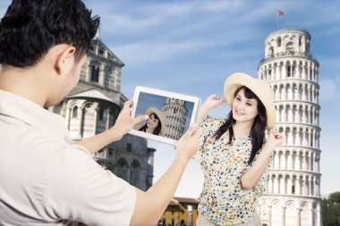 Couple take picture at Pisa Tower, Italy