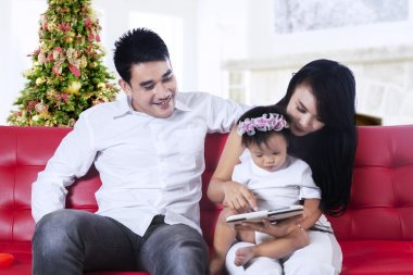 Family using a digital tablet