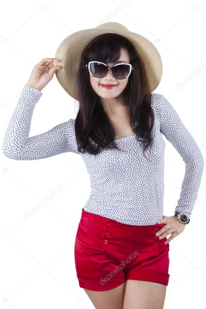 Sonar con mujer vestida de rojo y blanco