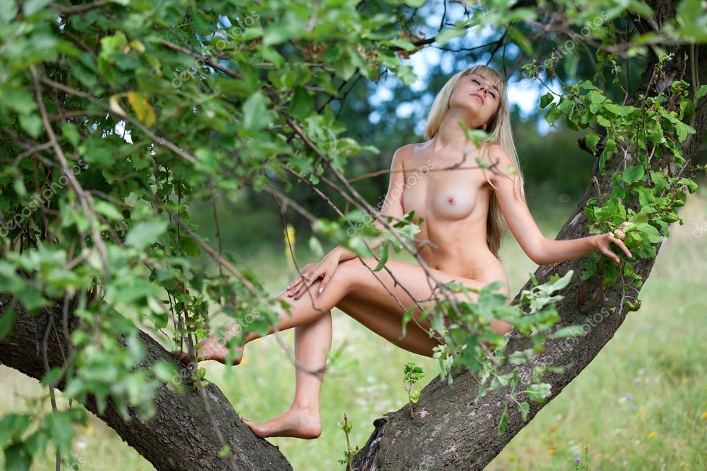Teen Nude On Tree 106