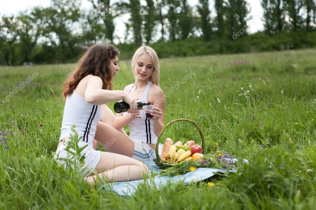 приносит порог подруга отсосала на пикнике фото встречаются