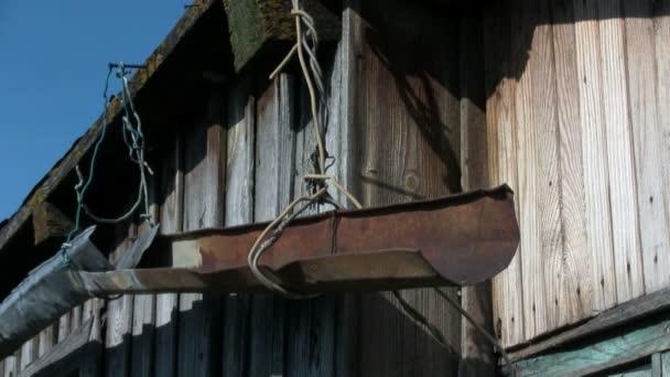 starý rezavý hřbetu na střeše