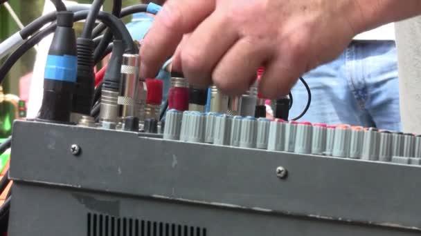 Hangmérnök: mixer dolgozik