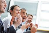 Fotografie tleskání podnikatelů