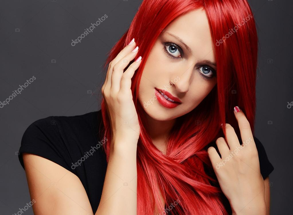 femme aux cheveux rouge photographie kwasny222 31083415. Black Bedroom Furniture Sets. Home Design Ideas