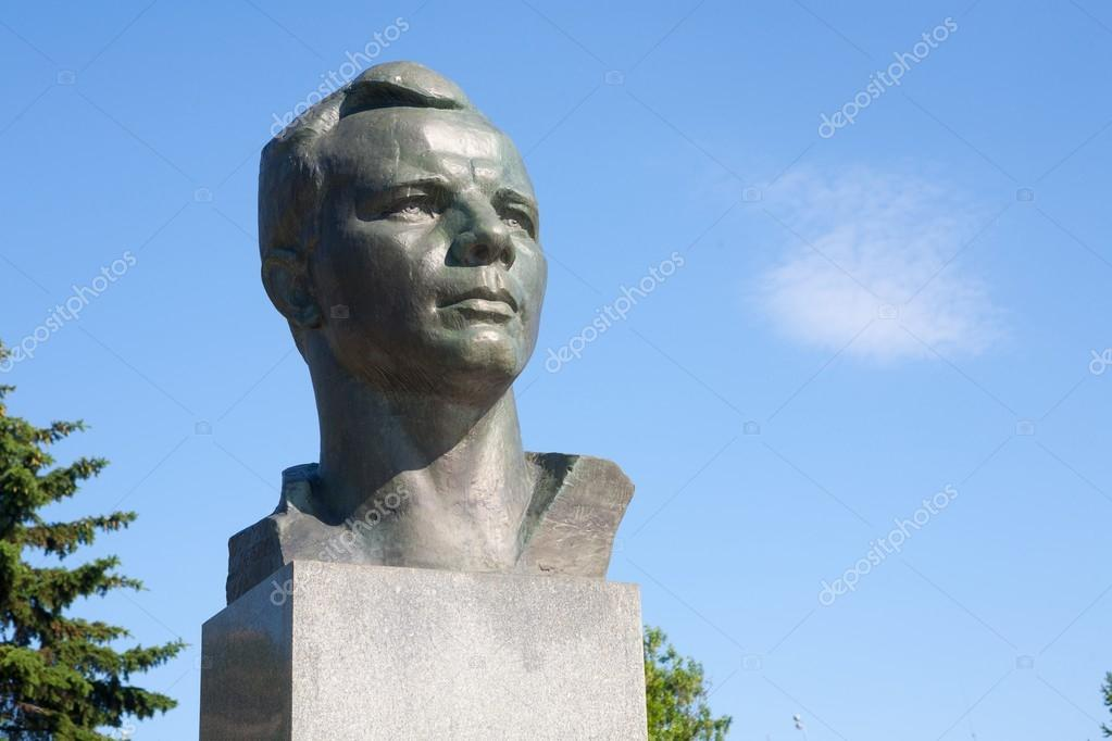 Monumento de Yuri gagarin. marco horizontal — Foto editorial de ...