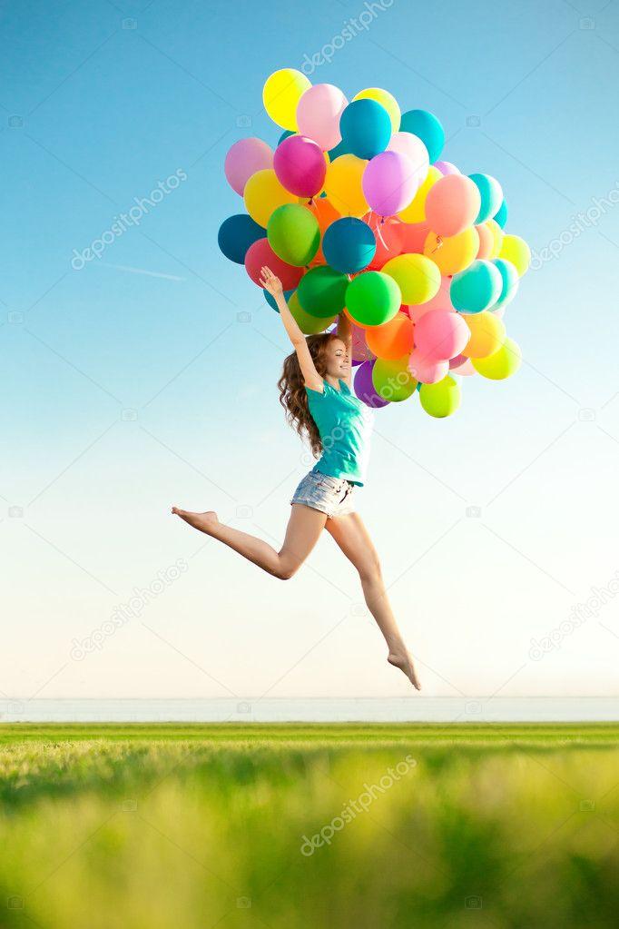 Voorkeur Gelukkige verjaardag vrouw tegen de hemel met regenboog-gekleurde  PS72