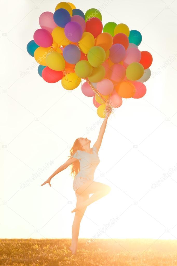 Uitzonderlijk Gelukkige verjaardag vrouw tegen de hemel met regenboog-gekleurde  WD91