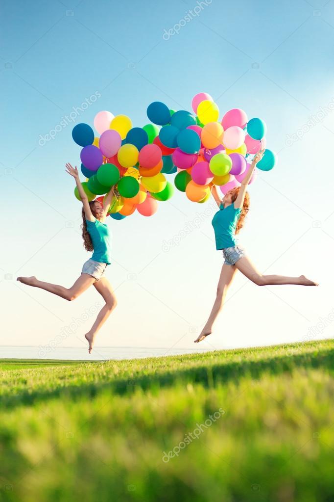 Donne Di Buon Compleanno Contro Il Cielo Con Ba Aria Color