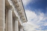 soudu nebo vládní budova