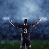 hispánský fotbalista slaví vítězství