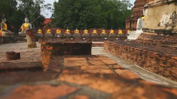 Thai Buddha arany szobor Thaiföldön