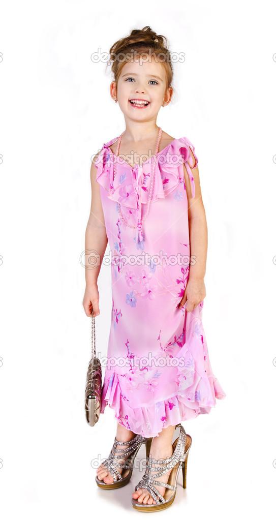 96407246c732c3 Niedliche kleine Mädchen in große Schuhe und Kleidung isoliert — Stockfoto