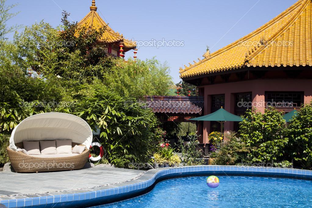 piscina en el hotel colonia parque tem tico phantasialand foto de stock alexeleny 47312389. Black Bedroom Furniture Sets. Home Design Ideas