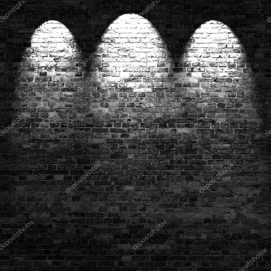 dunklen ziegel wand hintergrund im keller mit lichtstrahlen stockfoto roystudio 14048657. Black Bedroom Furniture Sets. Home Design Ideas
