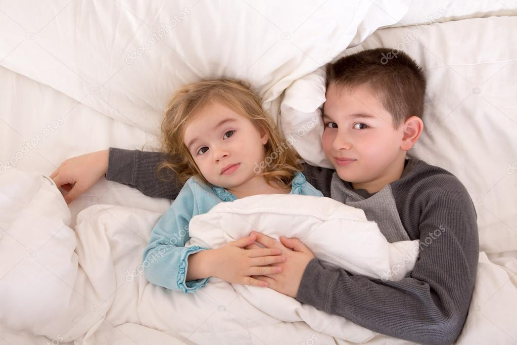 Младшие брат с сестрой порно