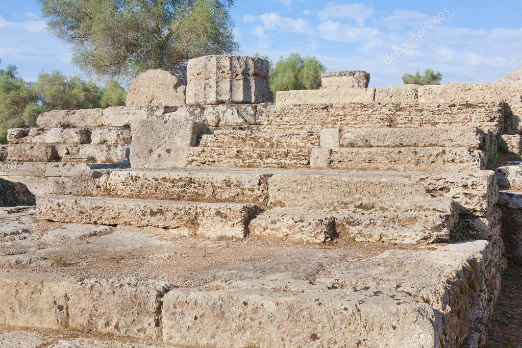 escalones de piedra de grecia olimpia al templo u fotos de stock
