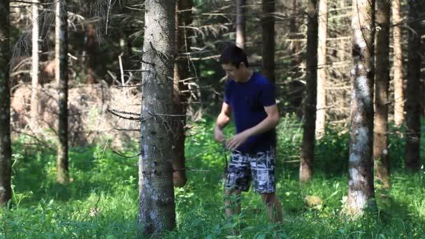 otec a syn s optickým puškou v lese epizoda 9