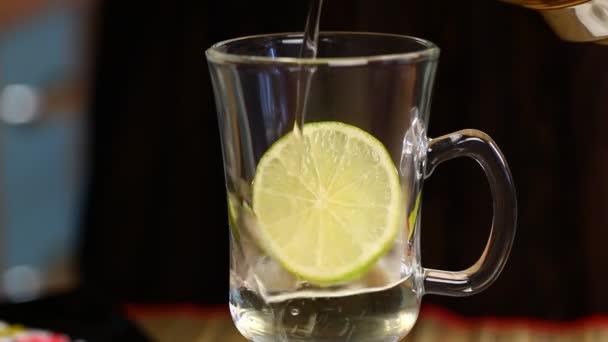 nő a citrom episode 6 csésze tea öntenek