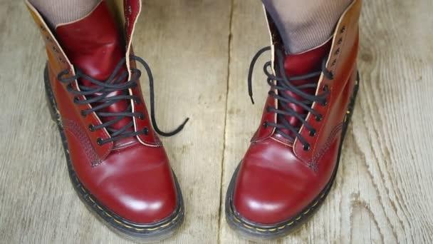 červené kožené boty epizoda 2