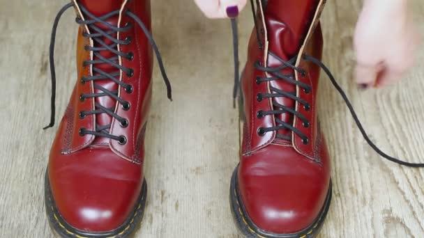 červené kožené boty epizoda 5