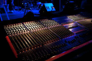 Mixing console besides a concert stage
