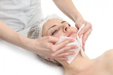 Facial mask wiping