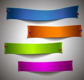 barevné papíře s kolíky