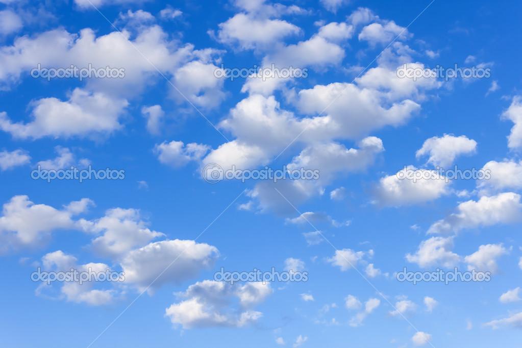 Fotos E Imagenes Cielo Azul Con Nubes: Ligeras Nubes Blancas En El Cielo Azul