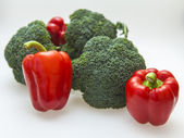 Brokolice a sladké červené papriky