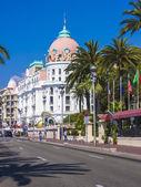 Nice, Franciaország, július 3, 2011. angol sétány (Nizza) a napsütéses napon. Promenade des Anglais-től, a szép - szép és ismert töltések Európa egyik