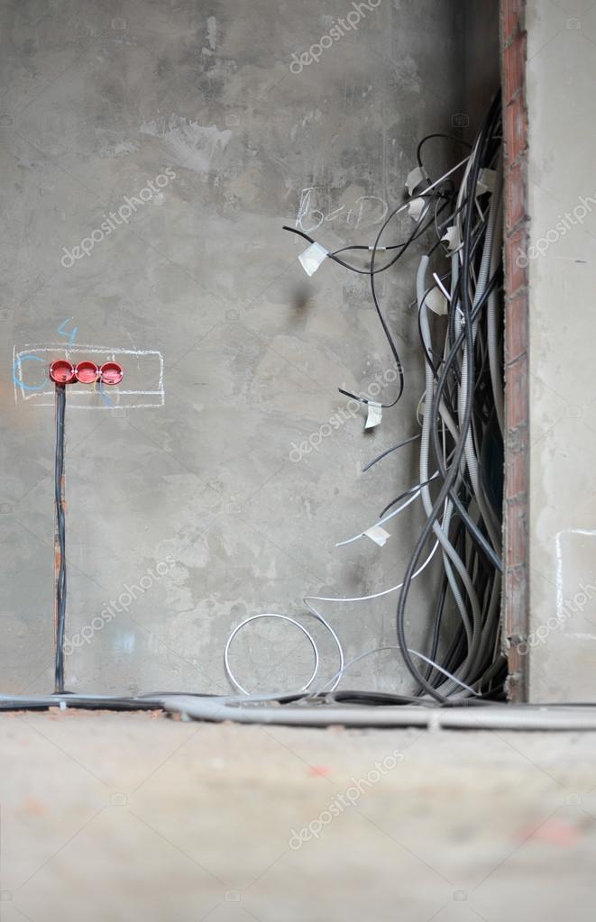 Haus Im Bau Und Reparatur Zu Hause. Elektrizität. Vertikale U2014 Foto Von  Glenkar