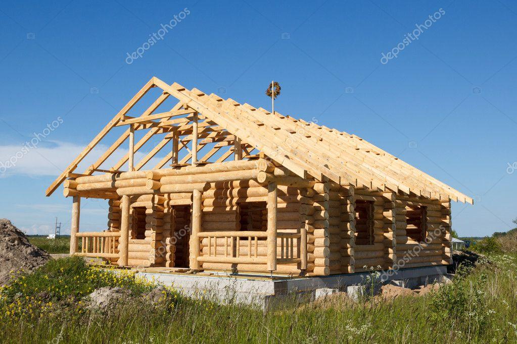 Casa costruita da tronchi foto stock aigarsr 20155839 for Casa costruita