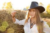 Fotografia Ritratto di donna con cappello a campo